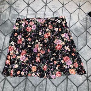 Dresses & Skirts - Flower print skirt